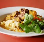 Moroccan LambStew. Stytti suðutímann, portúgalskt rauðvín með + hrísgrjón + salat. Sló í gegn-máltíð.
