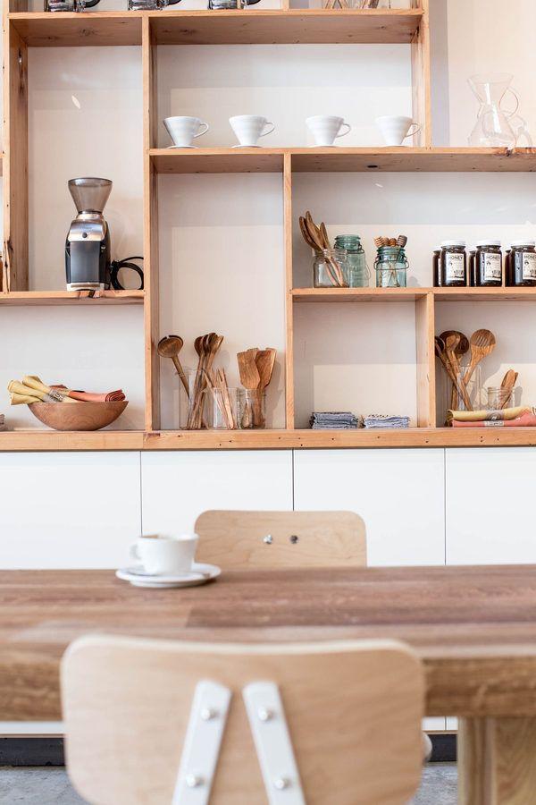 The Mill | San Francisco Rangement sur la faïence et meuble cuisine ikéa.