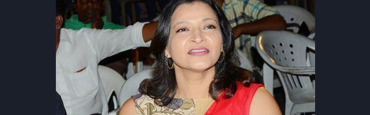 Manjula wrote a Story for PawanKalyan :  Super Star Krishna's daughter ManjulaGhatammaneni was a famous producer and got a good reputation.Recently in a show, she said that she wanted to make a movie with PawanKalyan and this announcement became viral in social media. #telugumoviereviews #telugumovieupdates #news #manjula #pawankalyan #filmindustrynews