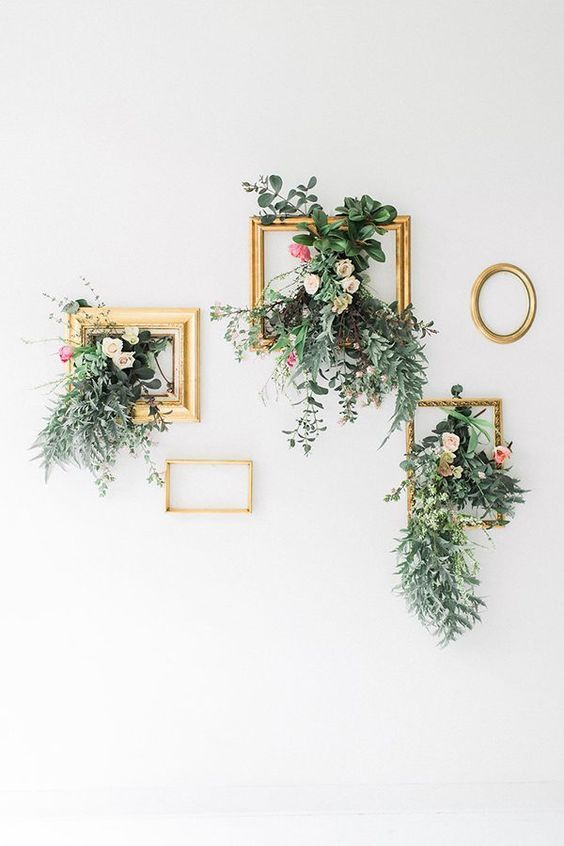 wedding floral design photo // http://www.deerpearlflowers.com/vintage-frames-wedding-decor-ideas/2/