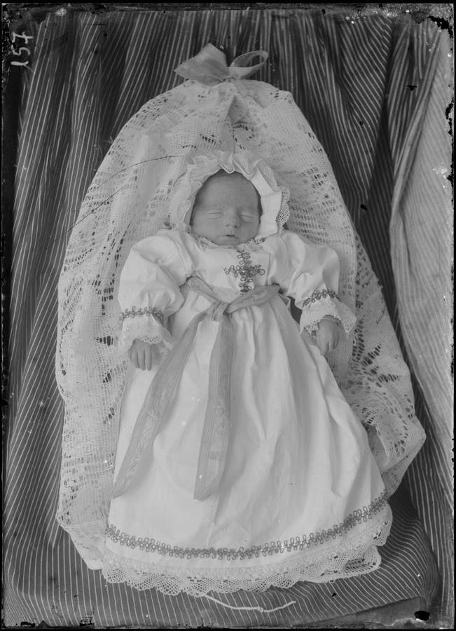 reboredo-nino-difunto stillborn child, historical spain post mortem