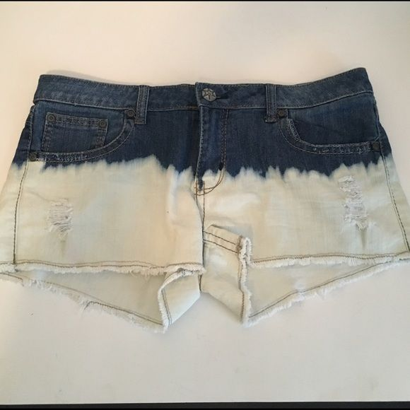 GENTLY USED DIP DYE SHORTS MUDD brand dip dyed denim shorts. These shorts fade from denim to white denim. Size 13. I will consider other offers Mudd Shorts Jean Shorts