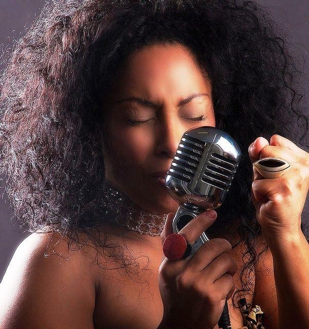 Il disco celebra il successo della cantante cubana Osdalgia, una voce significativa nel nuovo panorama della musica cubana. Osdalgia Lesmes Echevarrìa Artista poliedrica con una base di teatro dovuta alla sua frequentazione della scuola di recitazione....