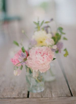 We've been basking in all things Elizabeth Messina today on SMP. And this next piece of Kiss the Groom perfection is the epitome of Elizabeth style. Soft, romantic, heartbreakingly beautiful. This is the canvas for her latest workshop which we