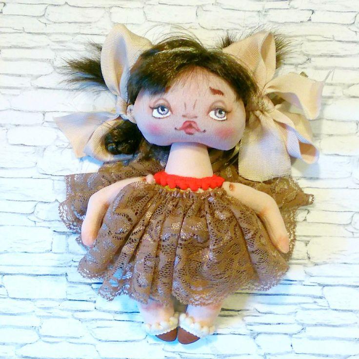 Игровая авторская текстильная кукла ручной работы с доставкой по России и СНГ, цвет кремовый, размер 21 см.
