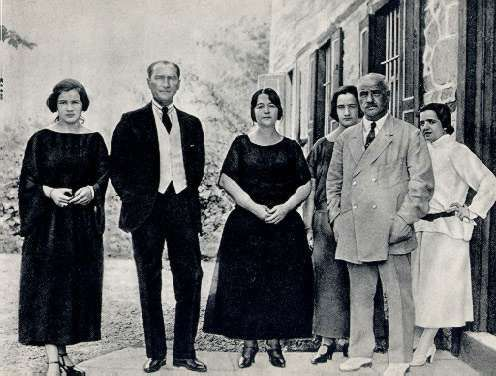 TBMM Parliament President Gazi Mustafa Kemal, wife Ms. Latife (right head) and family (Uşaklıgil) with