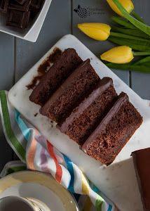 Un bizcocho húmedo con un sabor y aroma a chocolate que lo convierte en algo irresistible. Una receta que comparten desde el blog FRAMBUESA Y CARAMELO.