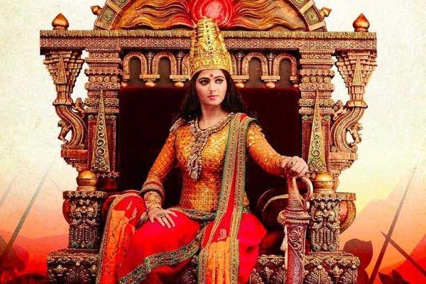 నవంబర్ 7న రుద్రమదేవి ఫస్ట్ లుక్ వీడియో http://www.cinewishesh.com/hot-gossips/244-hot-gossips/52798-rudrama-devi-making-video-release-date.html Rudrama devi making video release date  ప్రముఖ దర్శకుడు గుణశేఖర్ దర్శకత్వంలో తెరకెక్కుతున్న భారీ బడ్జెట్ చిత్రం 'రుద్రమదేవి'. అనుష్క, రానా ప్రధాన పాత్రలలో నటిస్తున్న ఈ ప్రతిష్టాత్మక చిత్ర షూటింగ్ పూర్తయ్యింది. ఈ సినిమాలో అల్లు అర్జున్ గోనగన్నారెడ్డి పాత్రలో నటిస్తున్నాడు.