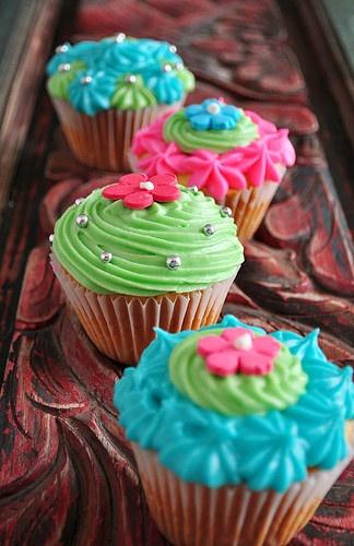 Flower cupcakes! So cute! #flower #cupcakes