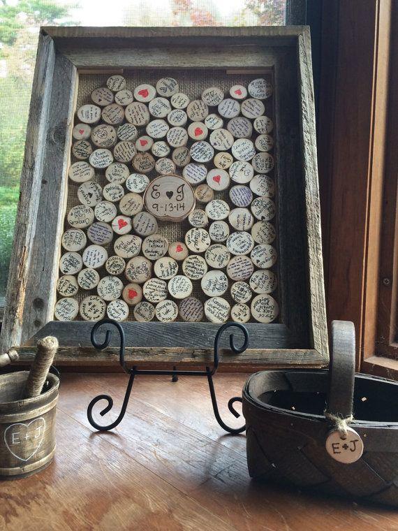 Dit rustieke bruiloft-gastenboek is een waar kunstwerk dat u zult genieten van voor de komende jaren. Het geregenereerde schuur hout frame is aangepast aan het houden van dat uw gasten ondertekend houten schijven die we onszelf snijden. Wij vervolgens hout brandwond die uw initialen en trouwdatum in een grotere hout schijf dat we onszelf ook gesneden. Elke gast gewoon een disc, borden met Sharpie/pen verstrekt, dan wordt toegevoegd aan uw frame door middel van een sleuf aan de bovenkant van…