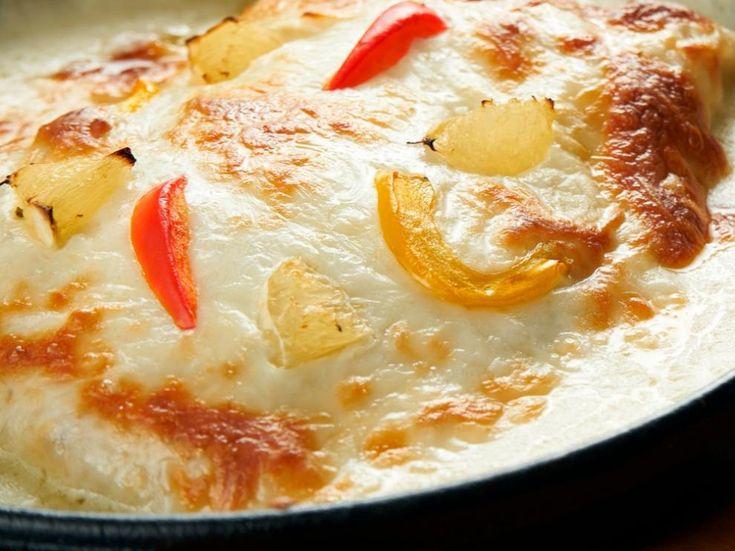 Bacalao gratinado al horno Hummus, Camembert Cheese, Macaroni And Cheese, Ethnic Recipes, Food, Gratin, Baked Cod Recipes, Soup Bowls, Custard