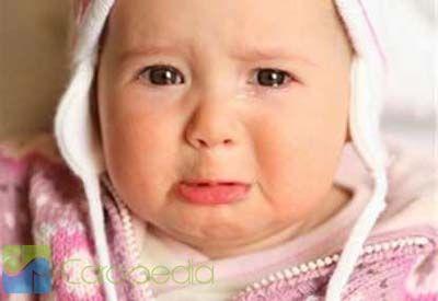 gambar bayi lucu sedang nangis