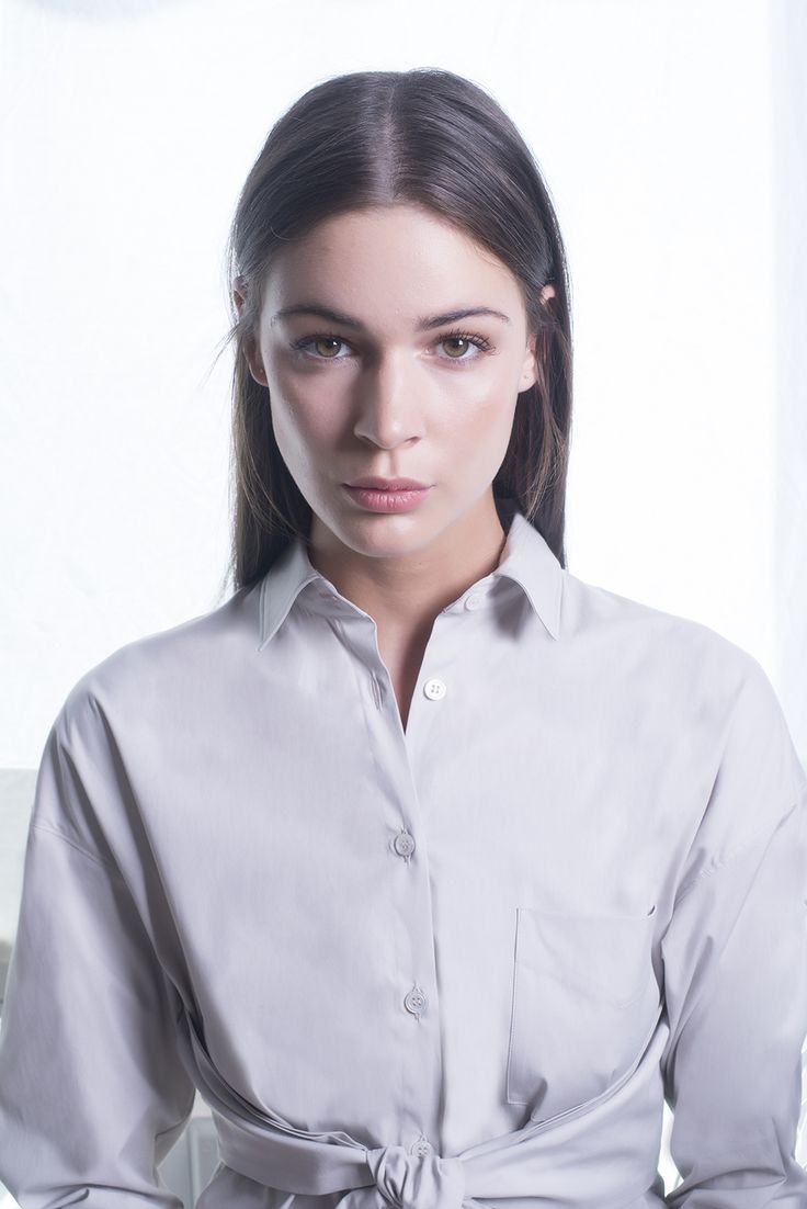 The classic musthave shirt with a feminin detail.