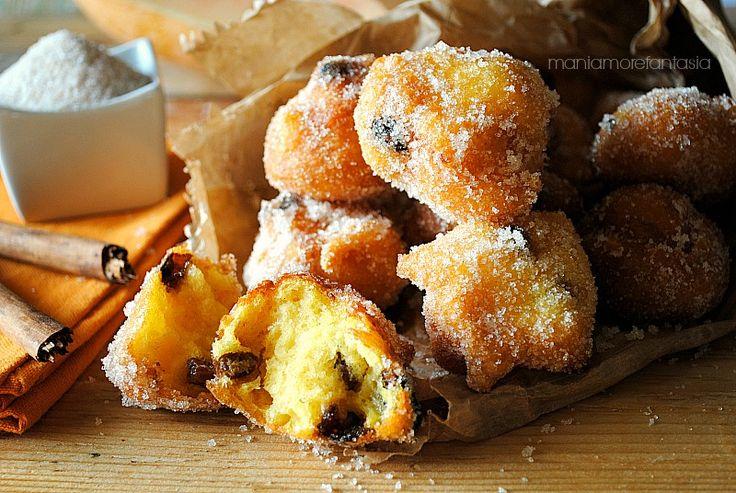 Soffici sfince di #zucca arricchite da uvetta sultanina. Una chicca golosa di origine siciliana, una ricetta da provare assolutamente. Prendete appunti :) #frittelle