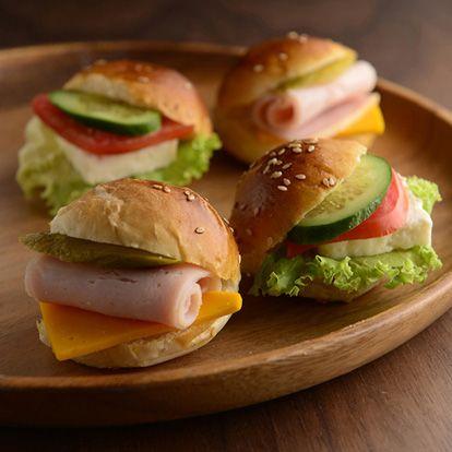 Mini Sandviç Çeşitleri Beyaz Peynirli -Rokalı, Hindi fume,-Cheddar peynirli