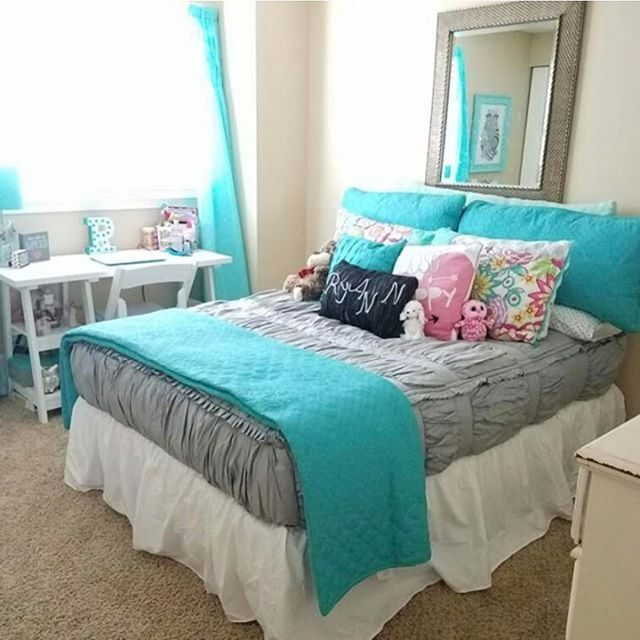 An adorable customer pic using our Chic Gray! Love the turquoise accents. #zipyourbed #beddys #zipperbedding #girlsroom #customerpic