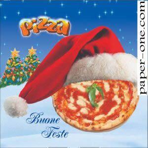Rarissimo esemplare di composizione natalizia che mischia elementi classici ( gli alberi) con una osata faccia da pizza. Impagabile