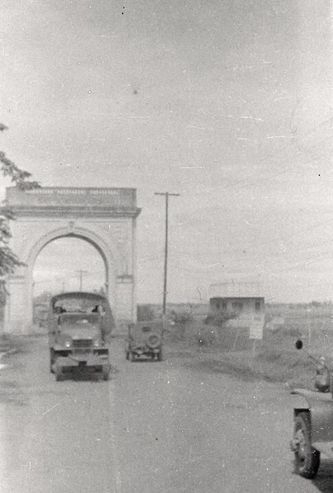 Old Sta. Rosa Arch (1930's) by Ross Lazaga