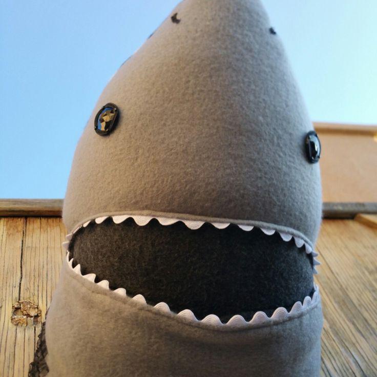 EEK it's a SHARK. dodododo