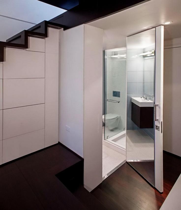 Albul rămâne dominant și în baie, pentru a oferi senzația de spațiu