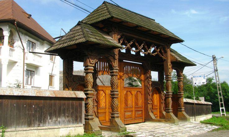 Wooden gates maramures region romania maramu pinterest romania wooden gates and gates - Houses maramures wood ...