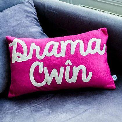 Drama Cwîn Cushion. Drama queen. Bodlon
