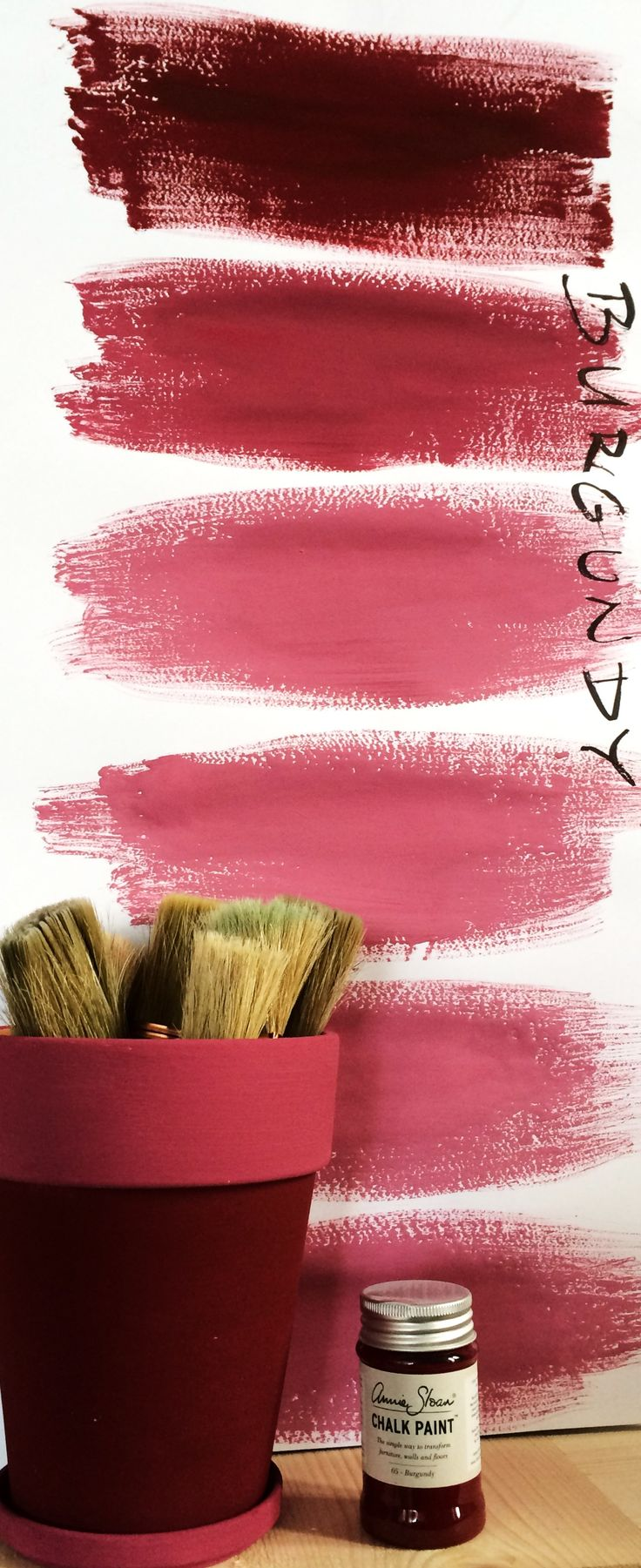 Almost endless color shades of CHALK PAINT ™ by Annie Sloan - BURGUNDY
