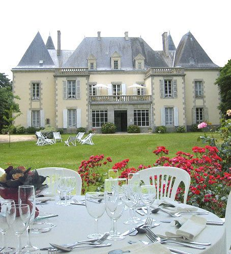 Billionaire Club / karen cox. The Glamorous Life.  Breakfast outside the mansion