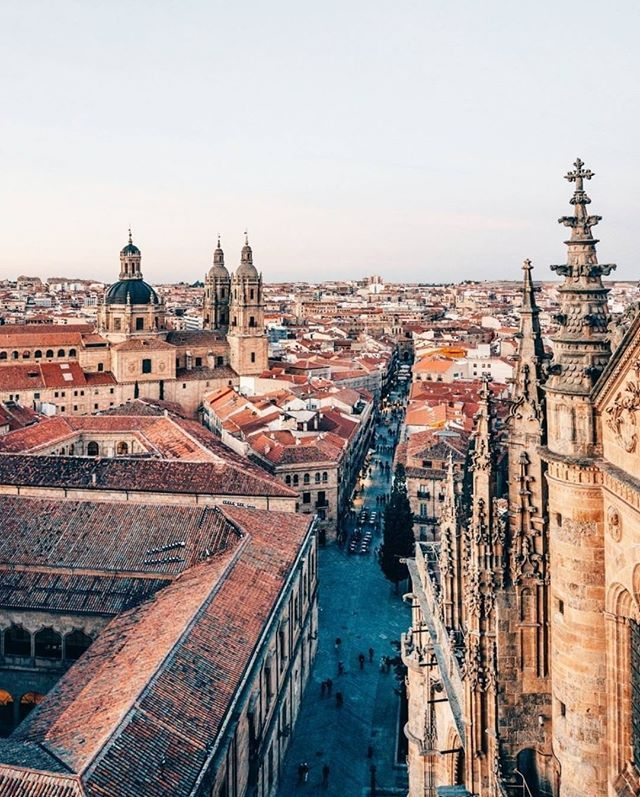Amazing view from Salamanca's skyline. One of the best destinations to enjoy within a close distance from Madrid.  #Spain #madrid #luxurytravel #privatetour #salamanca  #salamancaturismo #catedralesdesalamanca #skyline #salamancaskyline #turismoespaña