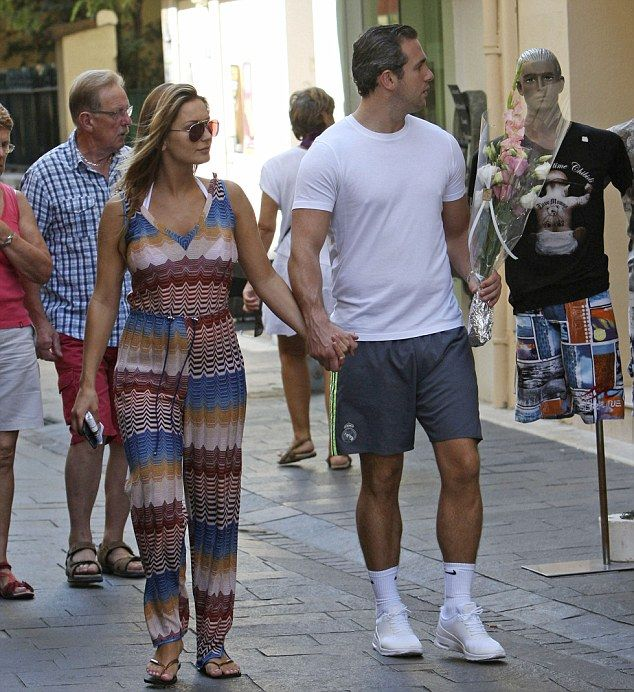 Qaulity time: Heading ashore the loved-up couple held hands as they strolled through the t...