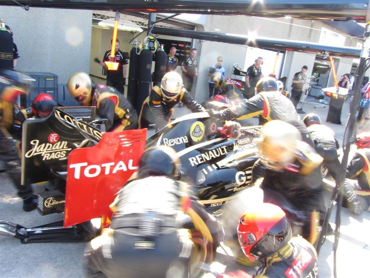 Action stations! @Lotus_F1Team #PitCrew360 in action - 2012