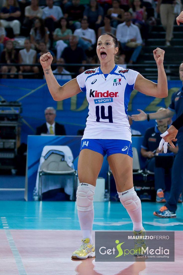 Volley femminile, Mondiali: tutti pronti stasera per Italia-Giappone!!! In foto, la gioia di una delle leggende dello sport italiano ---> la storica palleggiatrice della nostra nazionale Eleonora Lo Bianco!