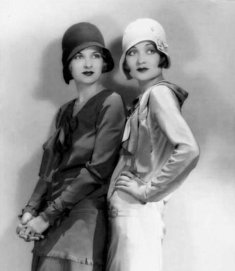 Movie star sistersJoan Bennett and Constance Bennett, 1930