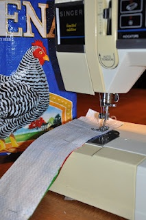 I've been wanting one of these... now I can MAKE one! Shopping bag from chicken feed bag.