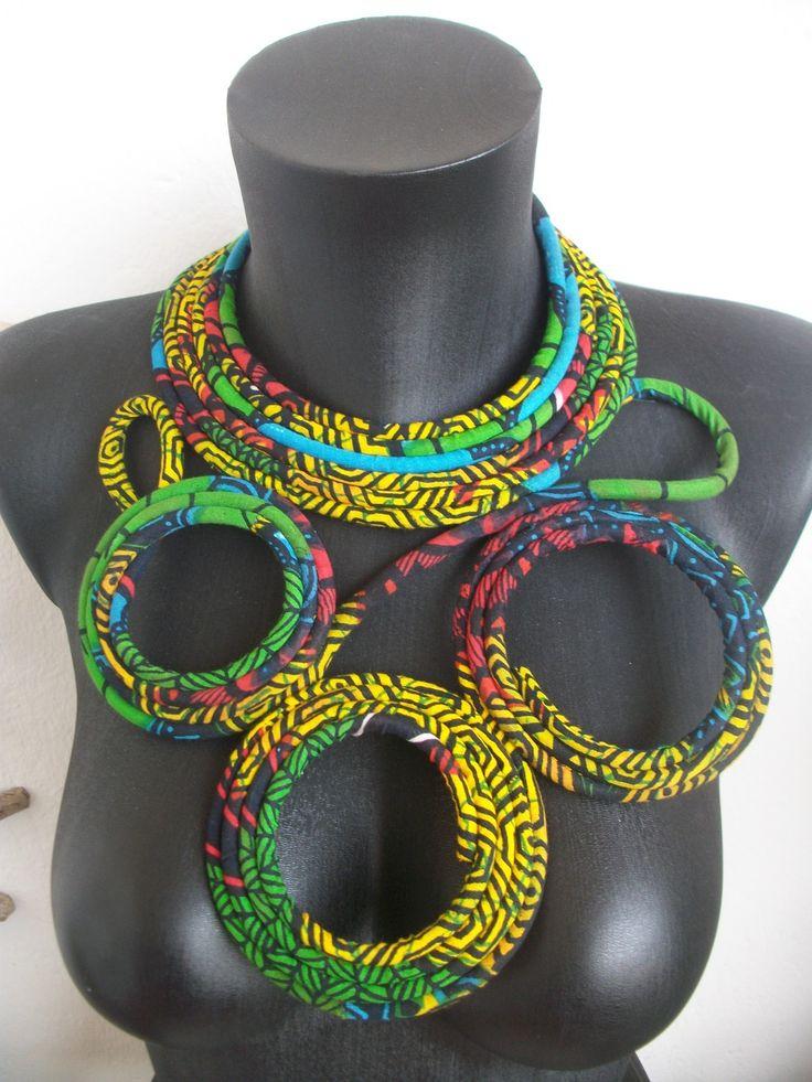 collier plastron entièrement fabriqué en récupération : wax et tubulures fermé par un lien en satin noir