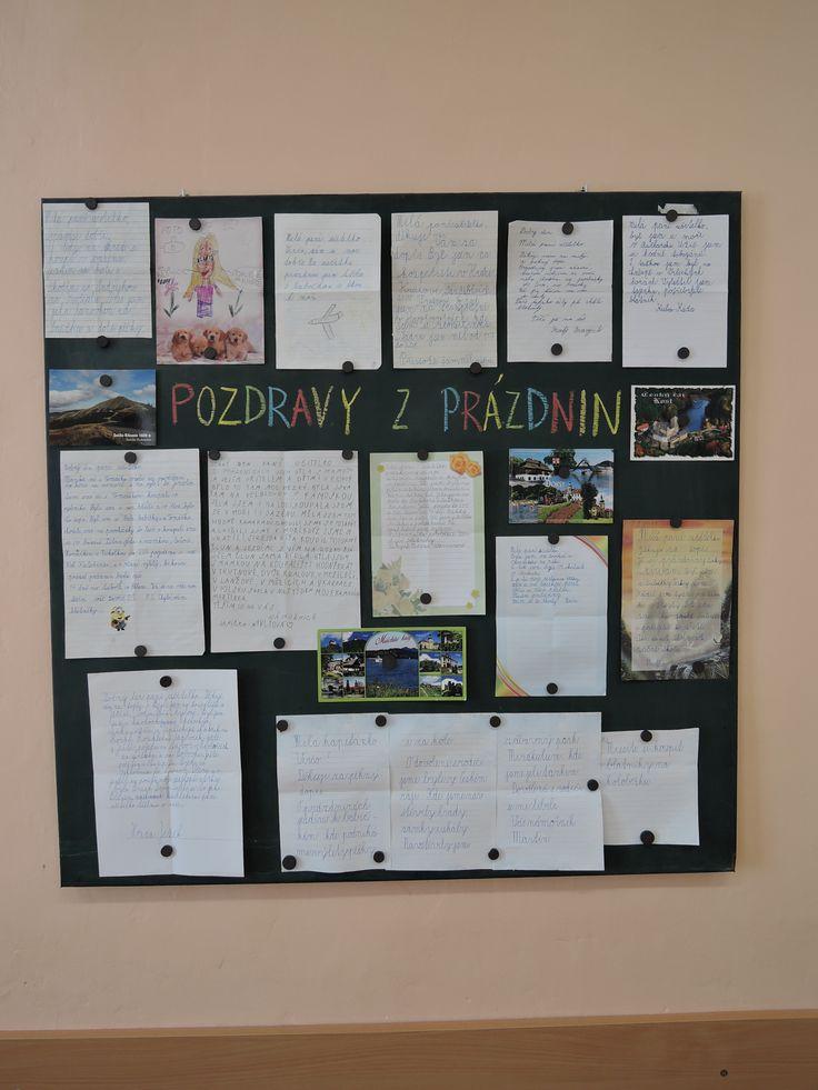 Nástěnka na začátku 2. třídy - prázdninové dopisy a pohledy od mých námořníků.