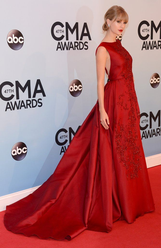 Taylor Swift Is the Belle of the CMAs Ball