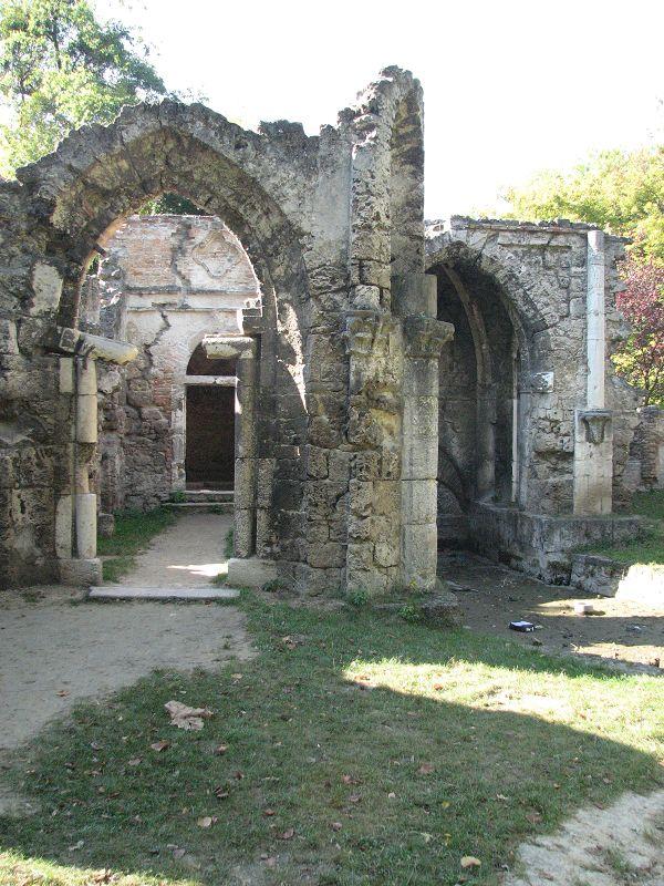 Műromok (Tata) http://www.turabazis.hu/latnivalok_ismerteto_4000 #latnivalo #tata #turabazis #hungary #magyarorszag #travel #tura #turista #kirandulas
