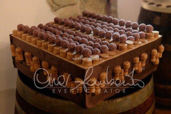 Eccezionali specialità dolciarie in tema con l'evento: una scultura di cioccolato rappresenta la vite