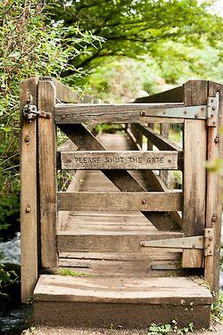 Den Weg zum Steg verschließen?