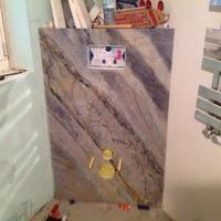 Die Azul Imperial Granitplatten im Badezimmer!