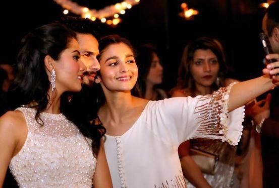 Unseen pic of Alia Bhatt  taking selfie with love birds Shahid Kapoor  & Mira Rajput !