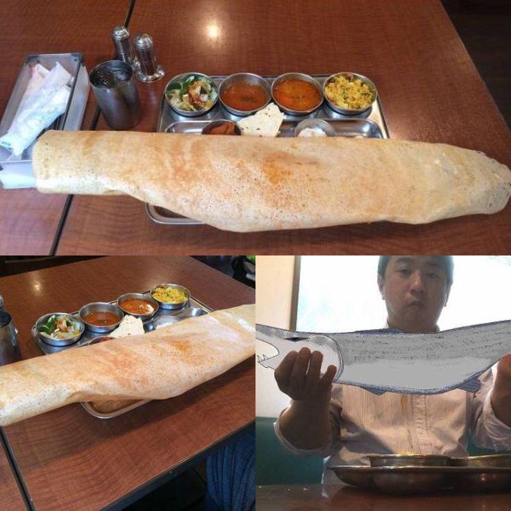 船堀の北インド料理&南インド料理のゴヴィンダスでマサラドーサのランチを頼むと 75~80cmのマサラドーサが出てきて凄いことになります 持つとまるで巨大魚を釣り上げたみたいッ