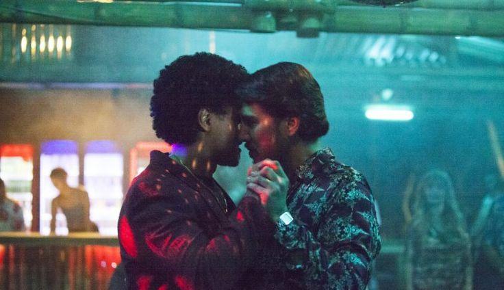 La serie Narcos arranca con escena de sexo gay