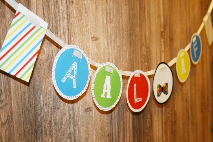 Aalaf und Hellau! Mit der Wimpelgirlande zum Gratis-Download wird's bunt am Faschingsbuffet und Karneval-Sweet Table