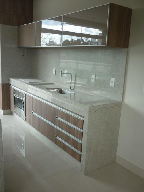 Granito Itaúnas cozinha  A Alonso Mármores produz peças em pedras naturais ou…