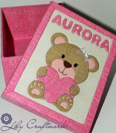 Caixa em MDF (madeira) trabalhada com tecido e patchwork embutido! Urso com coração