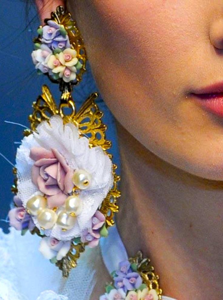 Mode accessoires: Oorbellen van Dolce & Gabbana. Opvallend, uniek en vrouwelijk.