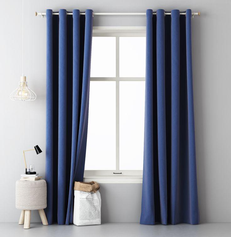 Tmavo modrý záves do obývačky