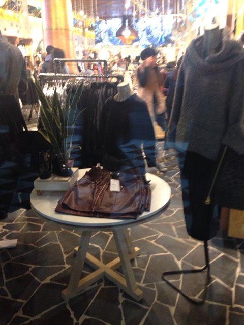 Window shopping at @pullbear in Milan! Check out: http://www.shoppics.com/s/pull---bear/SsLlAhFsqu